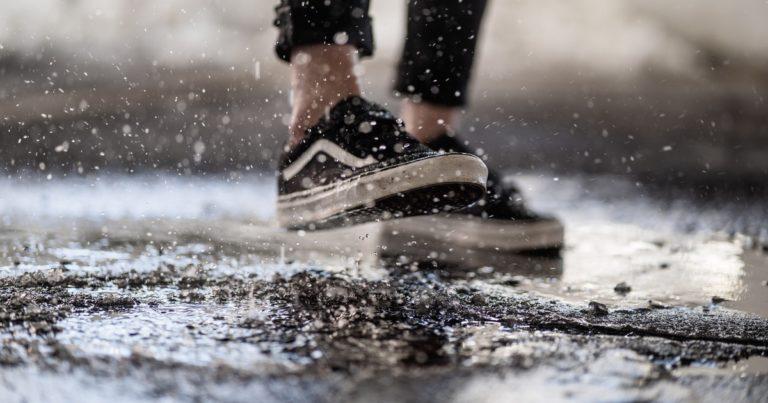 雨の日でも履ける革靴!ヴィーガンレザーシューズを履くべき理由を徹底解説