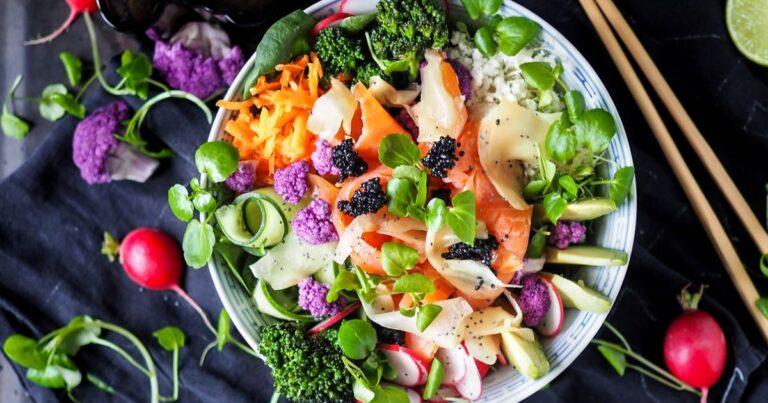海外でも話題!1皿で満足できる栄養たっぷり「ヴィーガンパワーサラダ」レシピ7選